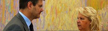 Rafael Catalá con la presidenta de la AVT Ángeles Pedraza (Foto:Ministerio)