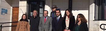José Julián Gregorio, junto al alcalde de Cazalegas (Toledo), Francisco Javier Blanco, durante los actos programados en la localidad con motivo de las fiestas patronales en honor a San Vicente Mártir.