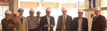 El viceconsejero de Ciencia y Tecnología, Enrique Díez Barra, durante la visita a la renovada residencia universitaria Benjamín Palencia de Albacete, cuya oferta de plazas eleva a más de 2.200 las disponibles en toda la región.