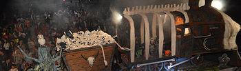 Carroza ganadora del 42 Desfile de Carrozas: 'El tren fantasma', de la peña La Funeraria. Fotografía: Álvaro Díaz Villamil / Ayuntamiento de Azuqueca
