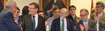 El rector compareció ante los medios