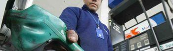 Gasolinera-gasolina-combustible-3. Imagen de archivo.