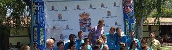 Participantes en la fase local de El Casar con el alcalde de la localidad