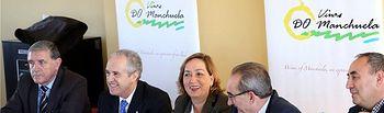 El diputado provincial Félix Diego Peñarrubia asiste a la inauguración de la nueva sede de la DO Manchuela