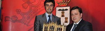Trofeos Taurinos Feria de Albacete 2013. El matador de toros Miguel Ángel Perera recibe el premio de manos del concejal de Asuntos Taurinos Manuel Serano.