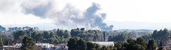 Accidente avión Base Aérea de Los Llanos - 26-01-15. Imagen del humo tras el accidente del avión. Foto: La Cerca.
