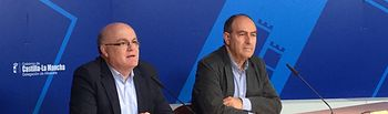 Fotografía de la rueda de prensa ofrecida por el delegado de la Junta, Pedro Antonio Ruiz Santos.
