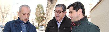 Javier Cuenca durante su visita al barrio 'Hermanos Falcó'