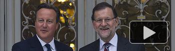 El presidente del Gobierno, Mariano Rajoy, y el primer ministro británico, David Cameron, en los jardines de La Moncloa