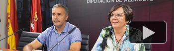 Victoria Delicado, portavoz provincial del Grupo Ganemos-IU en la Diputación de Albacete, junto al diputado provincial de la misma formación, Ignacio Díaz.