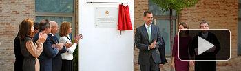 Don Felipe descubre una placa conmemorativa en el Campus Tecnológico de la Fábrica de Armas