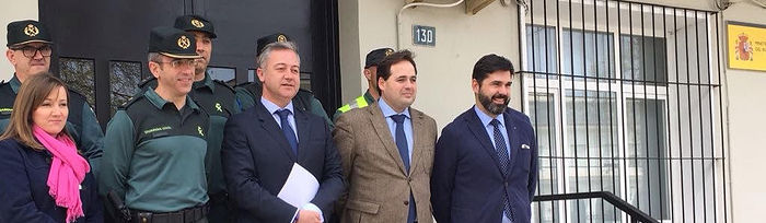 El subdelegado del Gobierno visita el cuartel de la Guardia Civil en Almansa