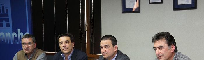Toledo, 22-02-2017.- El consejero de Agricultura, Medio Ambiente y Desarrollo Rural, Francisco Martínez Arroyo durante la reunión que ha mantenido hoy con los presidentes de los Parques Naturales de Castilla-La Mancha en la Consejería de Agricultura, en Toledo. (Foto: Álvaro Ruiz // JCCM)