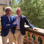 Manuel Lozano Serna, Presidente Ejecutivo del Jurado de los Premios Taurinos Samueles (iz), junto al alcalde de Albacete, Vicente Casañ (drcha.).