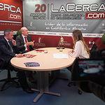 Juan Pedro Bonilla, director de El Corte Inglés de Albacete, junto a Víctor Hernández, director de Relaciones Institucionales de El Corte Inglés de Albacete, y a la periodista Miriam Martínez