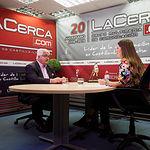 Eloy Molina, presidente de FECAM, junto a la periodista Carmen García. Foto: Manuel Lozano Garcia / La Cerca