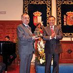 Domingo Díaz de Mera, presidente del Balonmano Ciudad Real, recibiendo el Premio Miguel de Cervantes.
