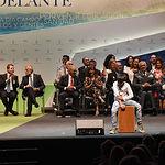El presidente de Castilla-La Mancha, Emiliano García-Page, preside, en el Teatro Palenque, el acto institucional del Día de la Región. En la imagen, la actuación musical de Gabriel Fernández Muñoz. (Foto: José Ramón Márquez // JCCM)