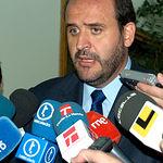 El consejero de Agricultura y Desarrollo Rural, José Luis Martínez Guijarro, atiende a los medios de comunicación.