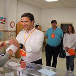 Rafael Pérez Borda ejerciendo su derecho al voto. 26M.