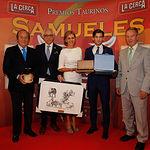 """El torero José Garrido recoge el X Premio Taurino Samueles """"A la Faena más Completa"""" en la Gala de Entrega de los X Premios Taurinos Samueles, pertenecientes a la Feria Taurina de Albacete 2015"""