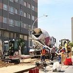 La partida presupuestaria que cuenta con una mayor dotación en Albacete es la correspondiente a infraestructuras productivas, con una inversión cercana a los 150 millones de euros. En la imagen, obras en calles.