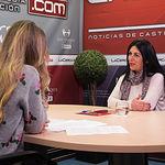 María José Moreno Docón, alcaldesa de Liétor, junto a la periodista Miriam Martínez