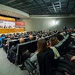 """Salón de actos de la Diputación Provincial de Albacete durante el foro """"Castilla-La Mancha de Cerca"""" organizado por el Grupo Multimedia de Comunicación La Cerca."""