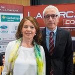 La Consejera de Bienestar Social, Aurelia Sánchez, con el director General del Grupo Multimedia de Comunicación La Cerca, Manuel Lozano.