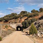 Antiguo puente de ferrocarril Baeza-Utiel, sobre la Vía Verde. Nunca llegó a utilizarse.