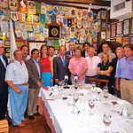 Los miembros del Jurado de los Premios Samueles con los pintores que han participado en esta II Edición.