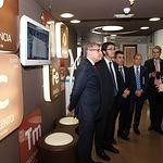 Romani visita en Cuenca la empresa Playthenet