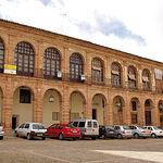 Lonja Regatería, actual casino de Alcaraz y sede de pequeños comercios.