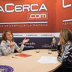 Aurelia Sánchez, consejera de Bienestar Social de la JCCM, junto a la periodista Miriam Martínez
