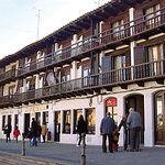 """Los """"balcones volados"""" situados en la Plaza Mayor confieren a ésta un peculiar aspecto más propio de otros siglos."""