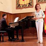 Ana Luisa Espinosa, soprano albaceteña, junto al también albaceteño, Pedro Alonso Martínez, pianista, durante una actuación.