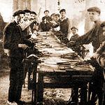 Montadores de navajas a principios del siglo XX.