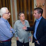 Manuel Lozano, director del Grupo Multimedia de Comunicación La Cerca, Manuel Gerena, cantautor flamenco, y Santiago Cabañero, presidente de la Diputación Provincial de Albacete