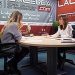Mercedes Márquez, directora provincial del Instituto de la Mujer en Albacete, junto a la periodista Miriam Martínez