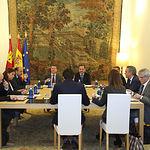 El presidente de Castilla-La Mancha, Emiliano García-Page, mantiene un encuentro de trabajo con el ministro de Fomento, José Luis Ábalos, en el Palacio de Fuensalida. (Foto: Álvaro Ruiz // JCCM)