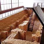 Durante una excavación en 1996 se descubrieron algunas celdas de la desaparecida Cárcel de los Forzados.