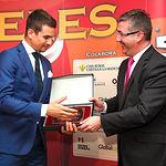 Marcial Marín entrega el VII Premio Taurino Samueles a la Faena más Completa a Jose María Manzanares.