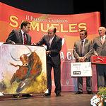 Samuel Flores recogiendo el Premio al Toro más Bravo en la pasada Feria de Albacete.