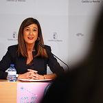 La directora del Instituto de la Mujer, Pilar Callado, presenta la campaña de sensibilización de la Asociación In Género dirigida a mujeres víctimas de trata. Foto: Manuel Lozano Garcia / La Cerca