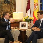 El presidente de Castilla-La Mancha, Emiliano García-Page, mantiene una reunión con el presidente de Ciudadanos, Albert Rivera, en el Palacio de Fuensalida. (Fotos: Álvaro Ruiz // JCCM).