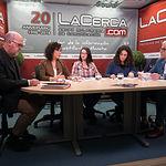 Francisco Pérez del Campo, presidente local de Cruz Roja en Albacete, Gloria Salinas Sánchez, directora provincial de Intervención Social, Cristina Cebrián Palanques, técnica del proyecto de Prevención de la Exclusión Residencial y Escolar, Pilar Cano Márquez, técnica del proyecto de Bienestar Personal y Activación Social, y Manuel Lozano, director del Grupo Multimedia de Comunicación La Cerca.