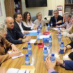 Manuel Serrano mantiene una reunión de trabajo con la Junta directiva de la FAVA