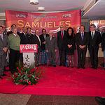 Todos los miembros del Jurado de los VIII Premios Taurinos Samueles recibieron una navaja conmemorativa del XV Aniversario del Grupo Multimedia de Comunicación La Cerca con el nombre grabado de cada uno de ellos.