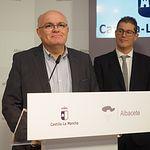 Pedro Antonio Ruiz Santos, delegado de la JCCM en Albacete, durante la toma de posesión de César López Ballesteros como nuevo director provincial de Fomento en Albacete