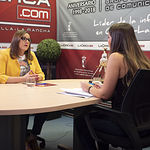 María Díaz, cabeza de lista de Unidas Podemos a las Cortes de Castilla-La Mancha por Albacete, junto a la periodista Carmen García